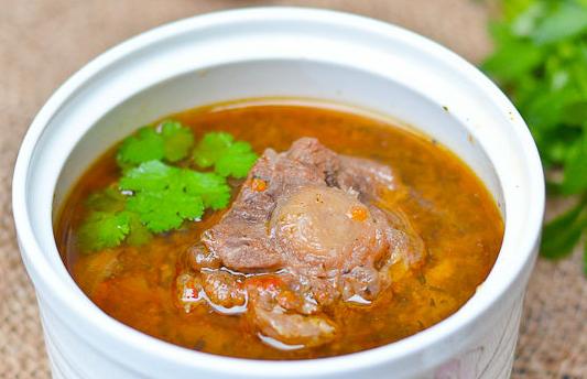 蕃茄洋葱炖牛尾 给厨房加道特色菜